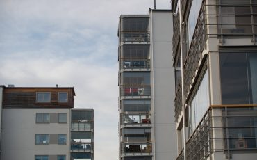 Balkong och lägenheter. Foto: Ulricehamns kommun