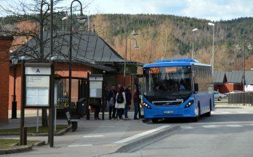 Buss 200 vid Ulricehamns busstation. Foto: Niklas Ternstedt/Ulricehamns kommun