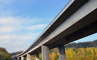 Bild på motorvägen med bron över Ätran.