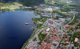 Flygfoto Bronäs, Marknadsplatsen och entré Ulricehamn