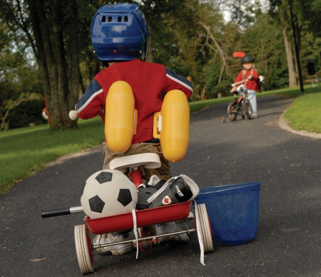 Barn på trehjuling Foto Eleanor Örtlund