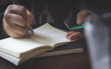 Person som skriver