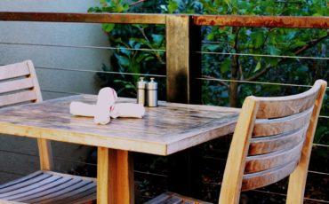 Cafébord och stol